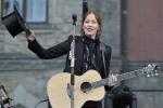 FOTO: Legendární písničkářka Suzanne Vega vystoupila na Sychrově