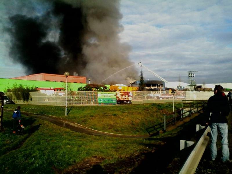 Výbuch plynu a požár v průmyslovém areálu v Turnově na Vesecku
