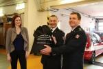 Předání záchranné sítě pro koně hasičům ze stanice Semily