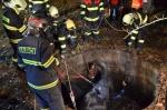Záchrana koně, který spadl do jímky, v Bílém Kostele nad Nisou