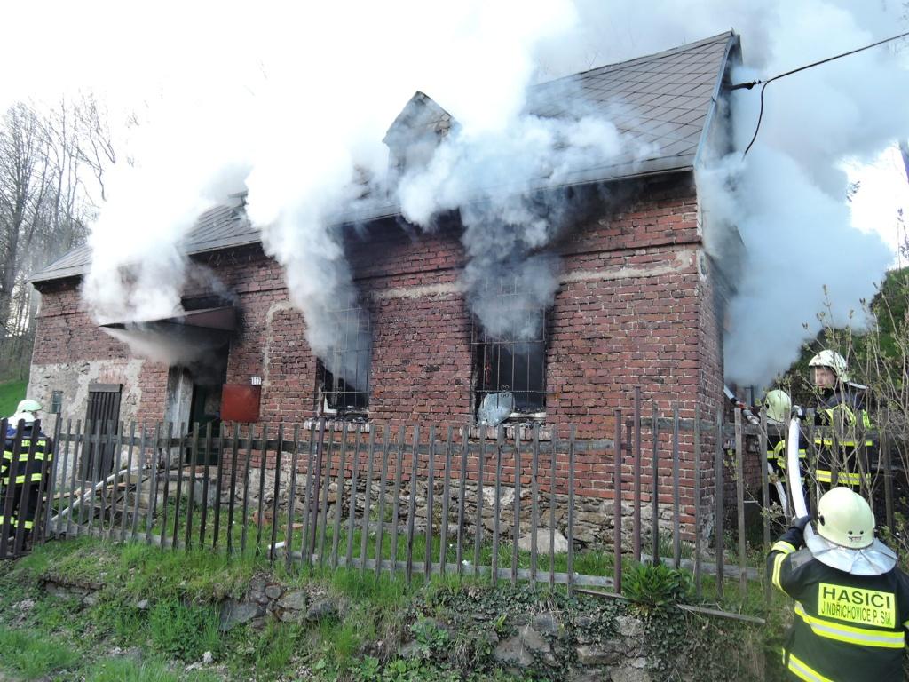 Požár domu Jindřichovice pod Smrkem