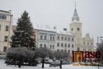 Vánoční strom září na náměstí Českého ráje v Turnově