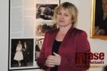 Beseda s Lenkou Holubičkovou nad její novou knihou Hrobům v dáli