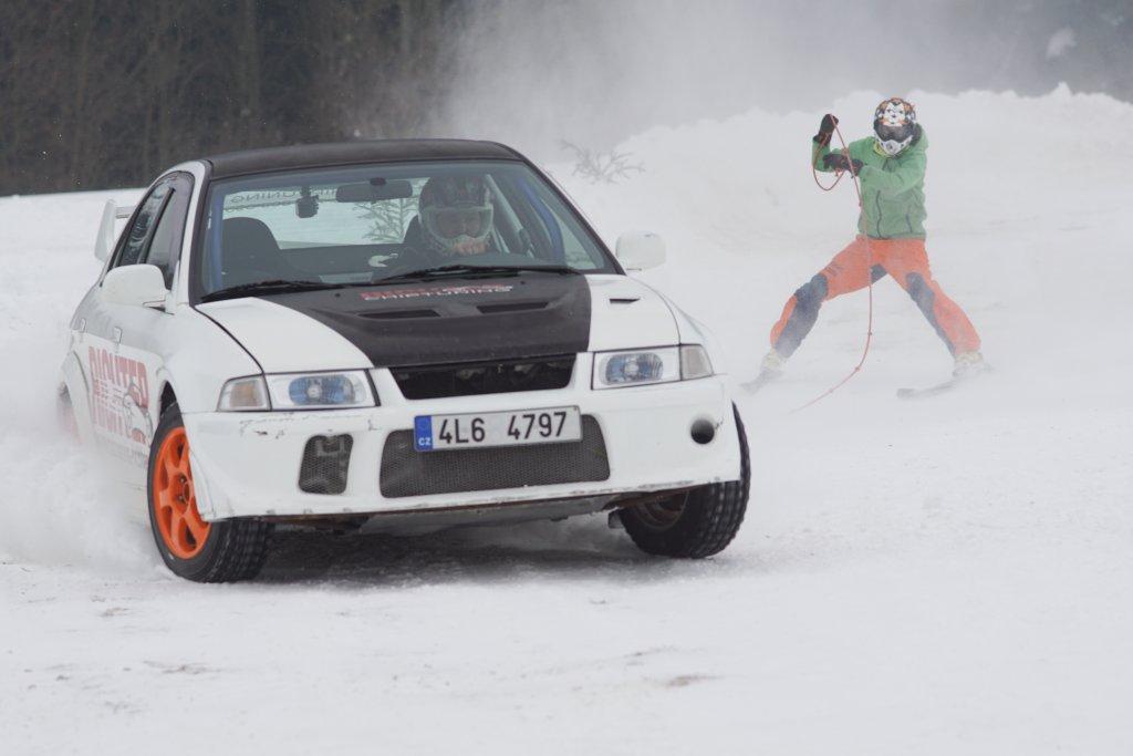 Třetí díl Krkonošského poháru v autoskijöringu se jel v Bozkově