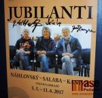 Reprofoto plakátu výstavy s podpisy všech tří jubilantů