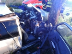 V Jeřmanicích narazilo auto do stromu, jeden ze tří cestujících zemřel