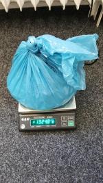 Zadržené předměty ze zásahu proti dealerům drog v Příšovicích