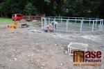 Fotografie z průběhu výstavby nového dětského hřiště