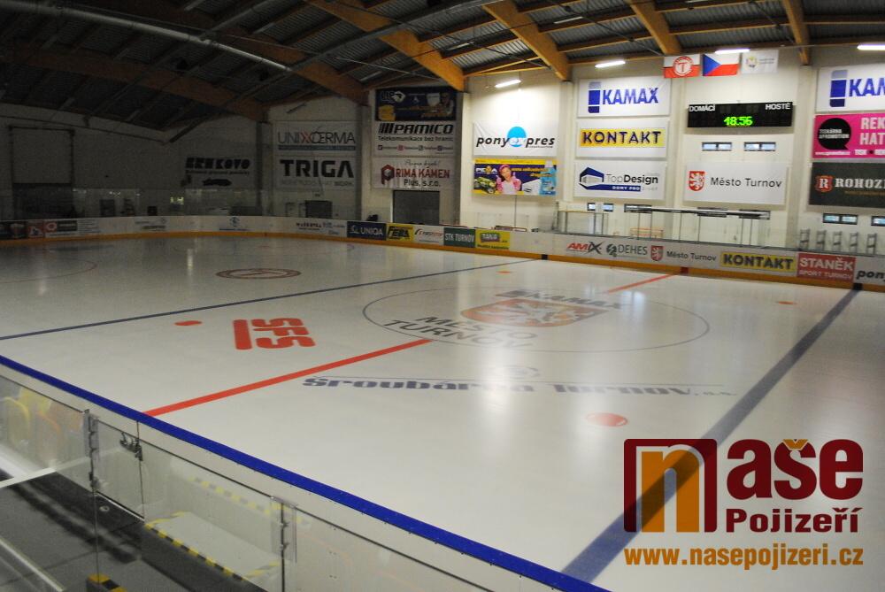 Ledová plocha na turnovském stadionu se už připravuje na sezonu<br />Autor: Petr Ježek