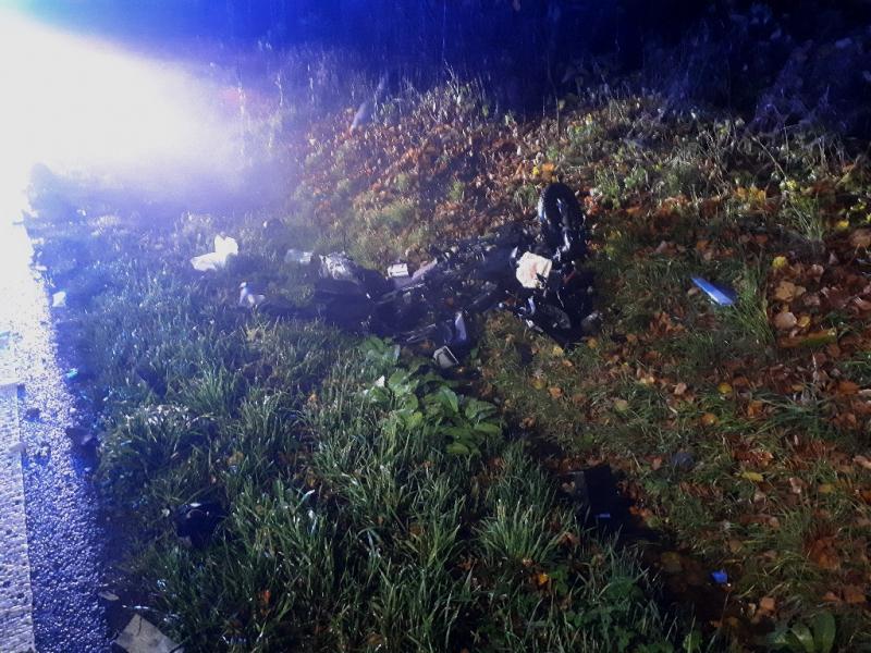 Nehoda skútru s osobním autem u Karlovic-Sedmihorek<br />Autor: HZS Libereckého kraje