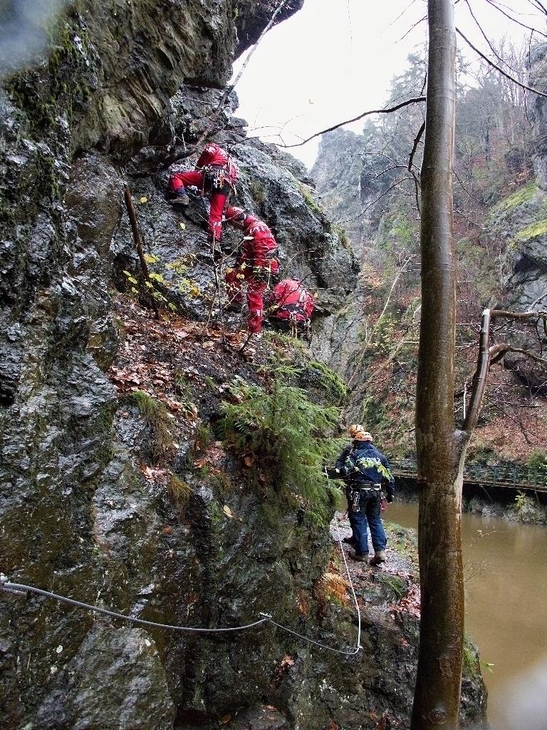 Teoretický i praktický výcvik hasičů-lezců z Libereckého kraje<br />Autor: HZS Libereckého kraje