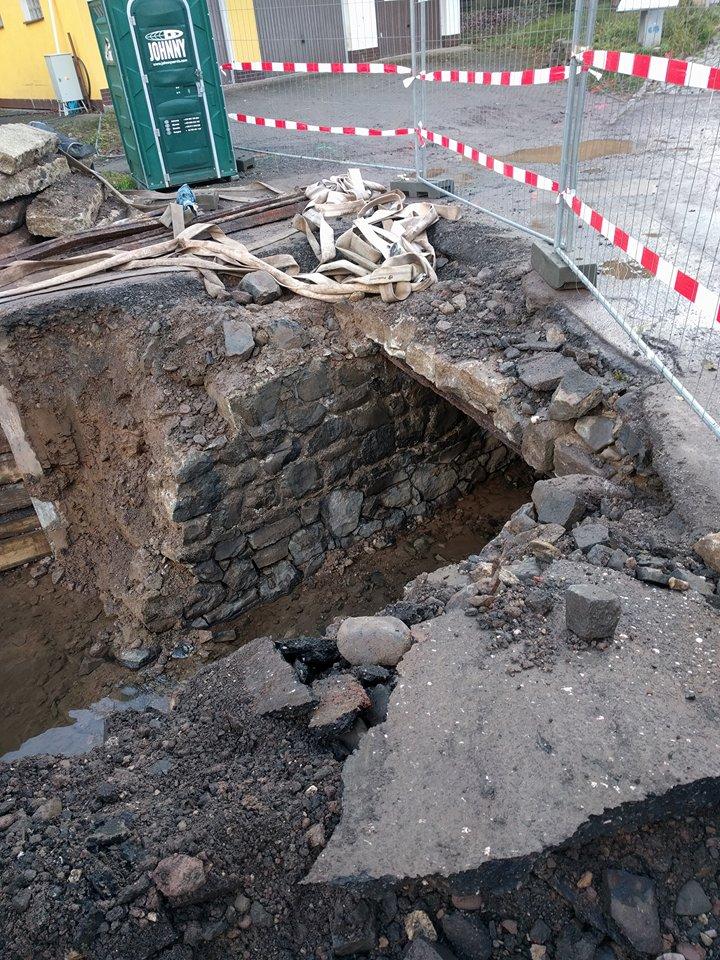 Průběh stavby mostku nad Jíloveckým potokem