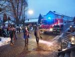 Předání nového auta Scania CAS 30 košťálovským hasičům
