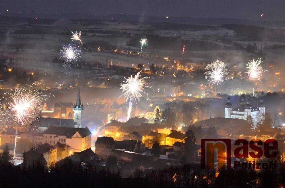 Silvestrovský ohňostroj nad Vrchlabím z 31. 12. 2017 na 1. 1. 2018