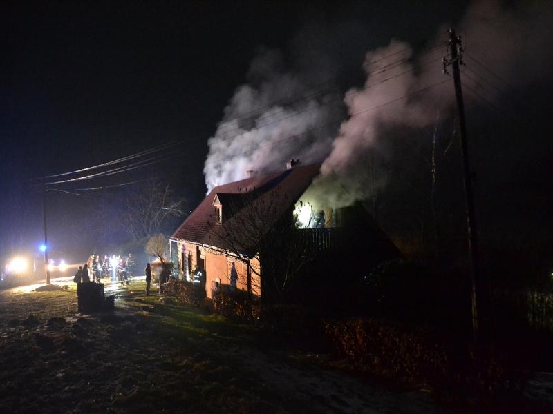 Požár rekreační chalupy v Roztokách u Semil<br />Autor: HZS Libereckého kraje, Lucie Šorejsová