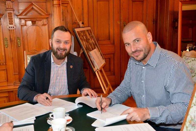Podpis smlouvy Tibor Batthyány a Čeněk Jílek<br />Autor: TMR CZ