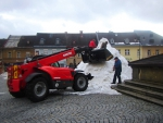 Začátek stavby sněhového Krakonoše na jilemnickém náměstí