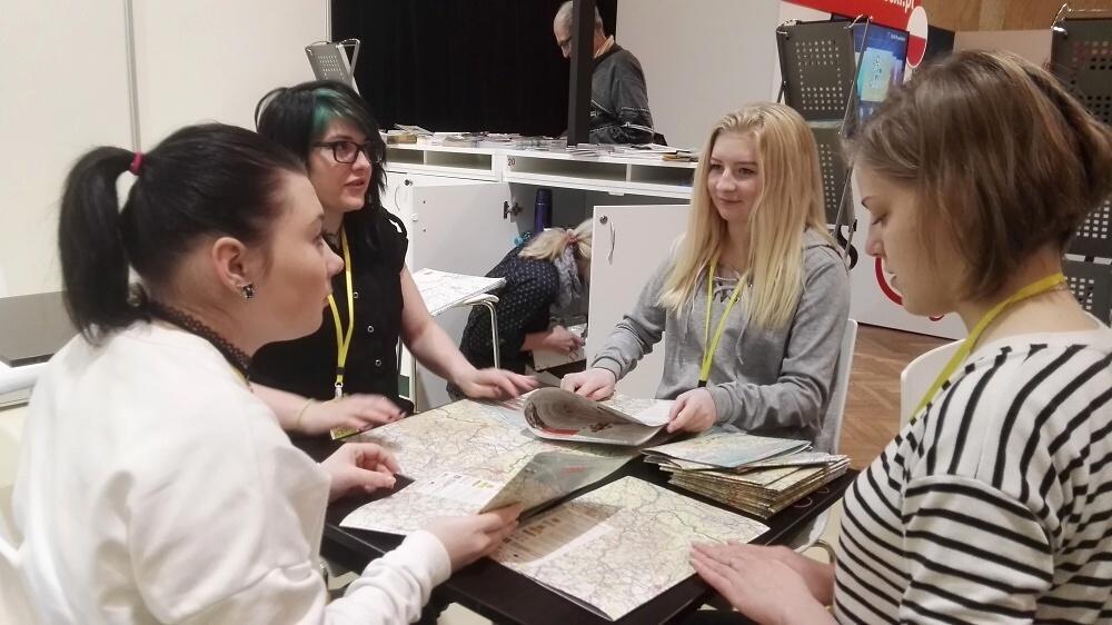 Studentky SŠ Lomnice nad Popelkou na veletrhu Infotour