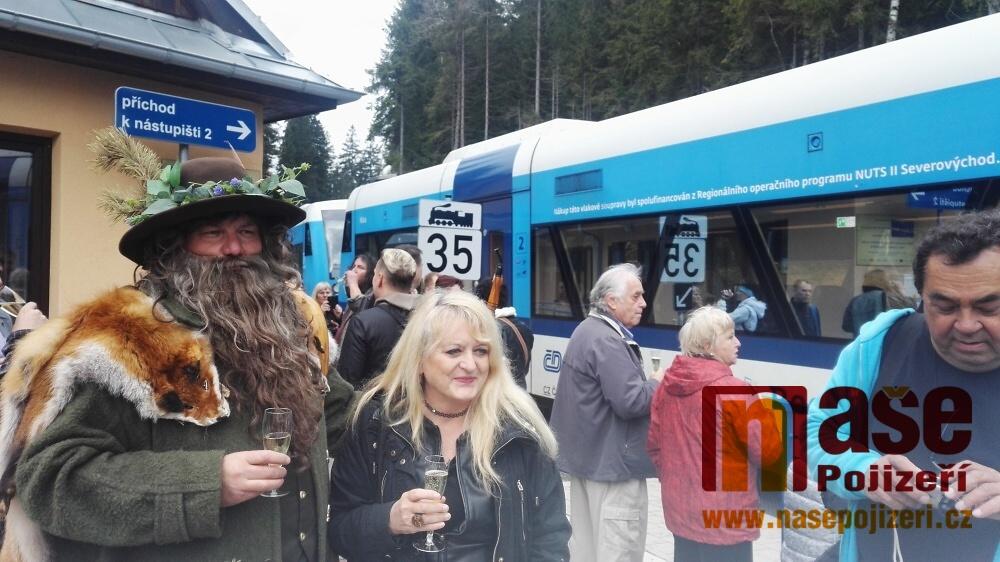 Jízda prvního přímého vlaku z Prahy do Harrachova<br />Autor: Rudolf Kožený