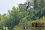 Cvičná záchrana osoby ze stromu v kempu Podolí v Benešově u Semil