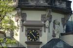 """Hráči geocachingu """"kačeři"""" na setkání ve věži v rámci oslav 110. výročí chlapecké školy"""