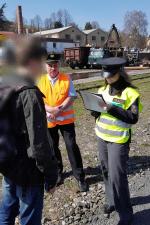 Při bezpečnostní akci na železnici se ukázala nekázeň nejen řidičů