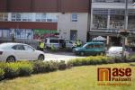 Nehoda nákladního auta a osobního na Riegrově náměstí v Semilech