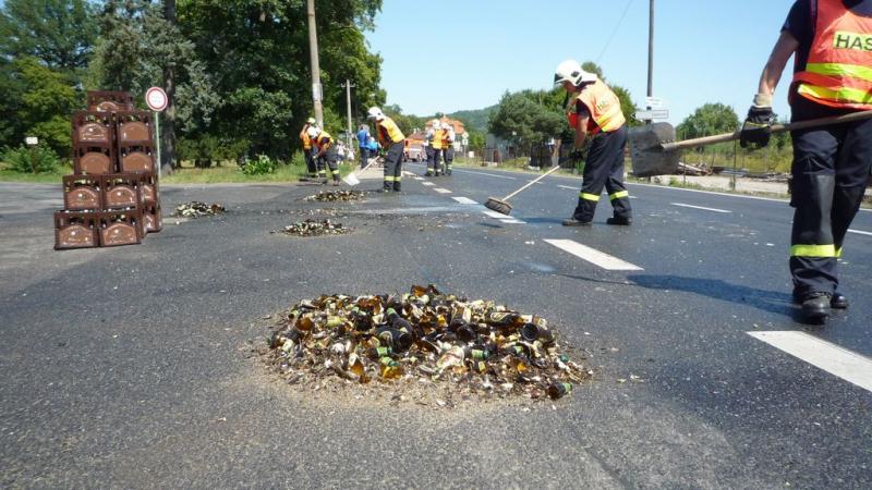 Nehoda nákladního vozidla převážející pivo v Zákupech<br />Autor: HZS Libereckého kraje