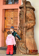 Dřevěná socha Krakonoše od Pavla Tryzny ve Vrchlabí