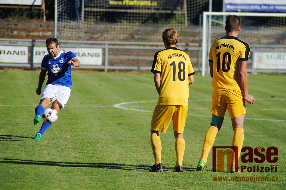 Divizní fotbalové derby FK Turnov - FK Přepeře<br />Autor: Petr Ježek