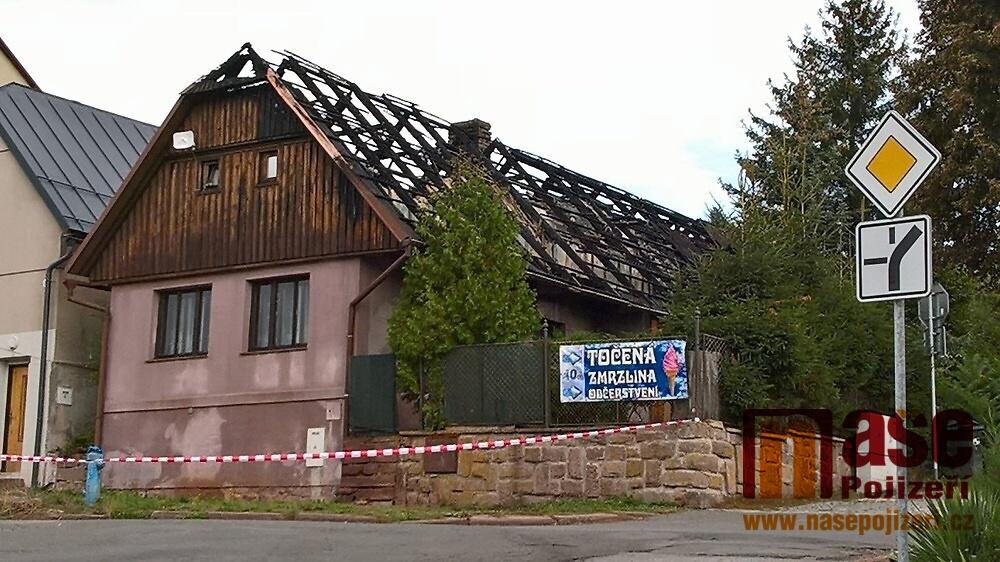 Požár roubeného rodinného domu v Libštátě<br />Autor: Zdeněk Matura