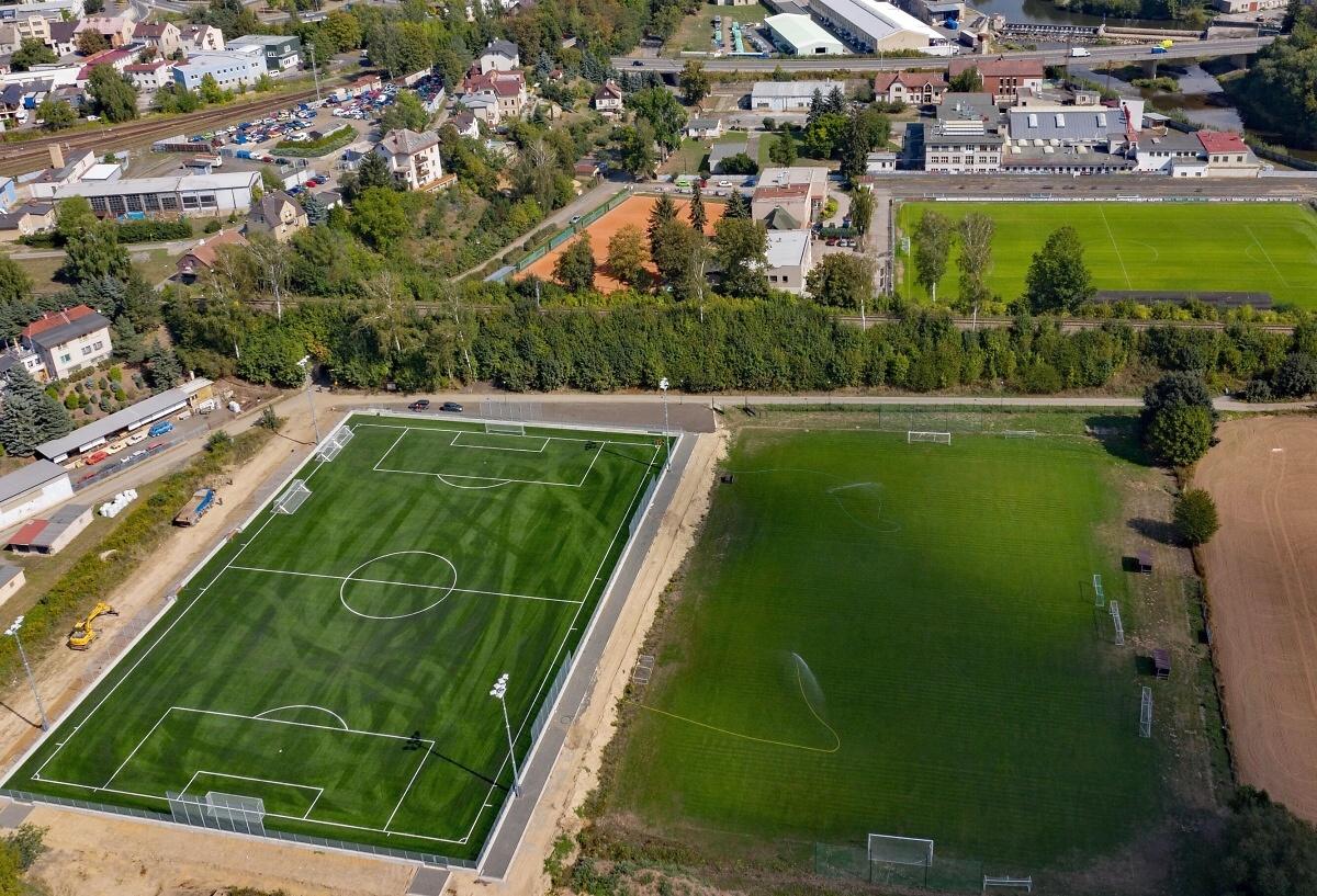 Slavnostní otevření fotbalového hřiště s umělým povrchem v Turnově<br />Autor: Archiv Swietelsky stavební