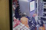 Snímky lupiče na bezepečnostní kameře v libštátském obchodě