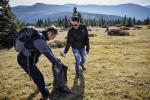 Zaměstnanci Škodovky opět pomáhali vyčistit lesy v Krkonoších