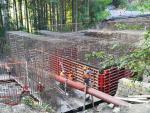 Snímky z průběhu výstavby mostku přes Mlýnský potok
