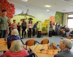 Dramaťáci a sboristé ze Žižkovky vystoupili v domovech seniorů v Turnově