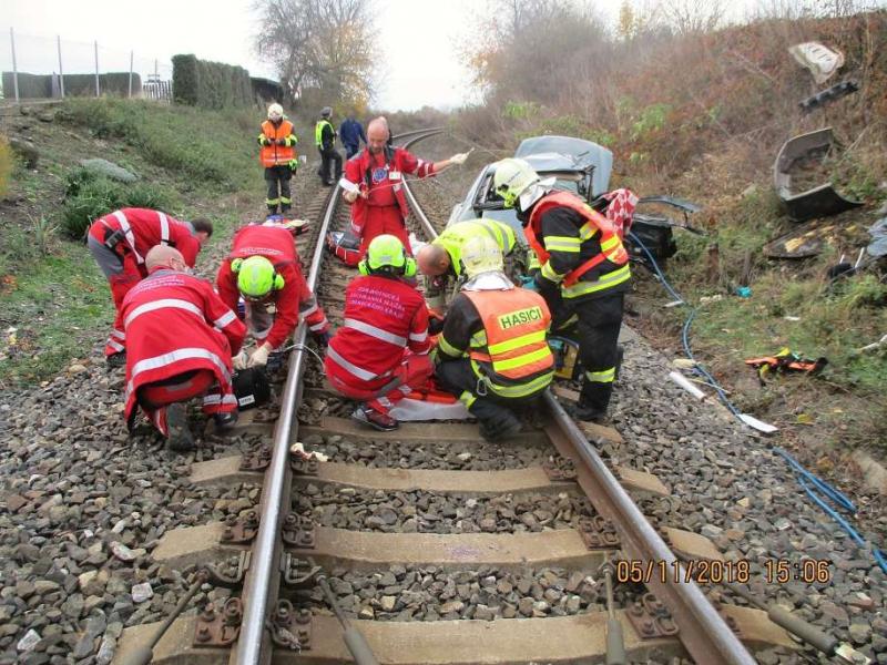 Střet vlaku s autem ve Čtveříně u Turnova<br />Autor: HZS Libereckého kraje, stanice Turnov
