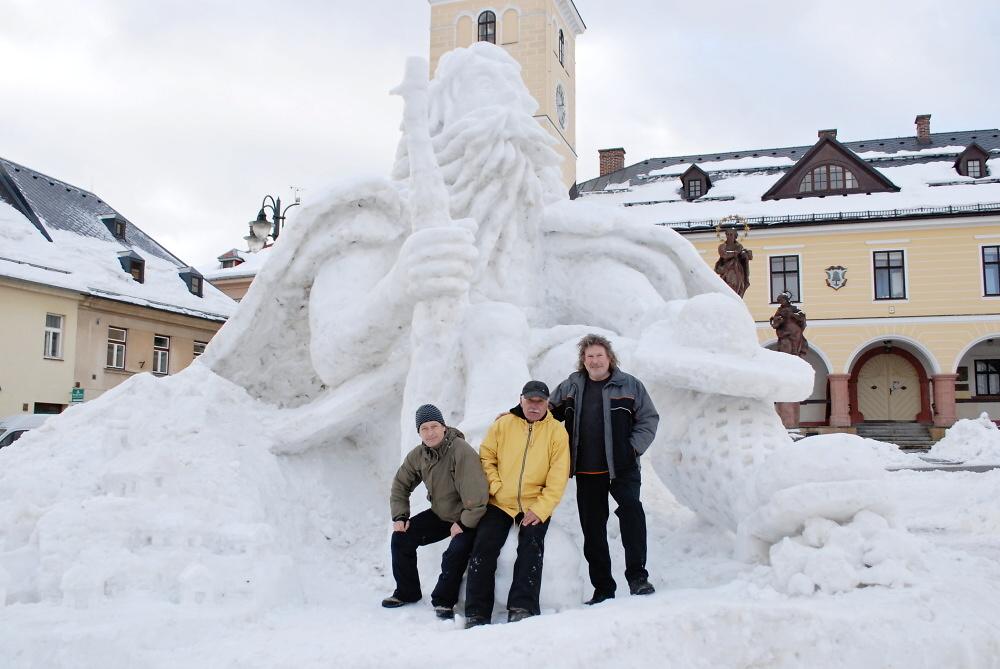 Sněhová socha Krakonoše na jilemnickém náměstí<br />Autor: Jana Mičkalová