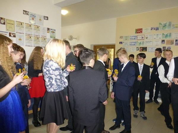Žáci devátých ročníků ZŠ Turnov Žižkova na banketu hotelové školy