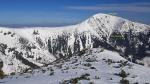 Fotografie Sněžky a Obřího dolu, jehož součástí je i místo nehody