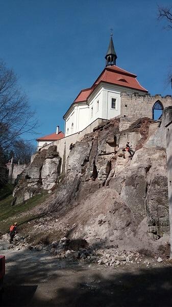 Stabilizace skalního podloží pod hradem Valdštejn<br />Autor: Archiv Turnovské památky a cestovní ruch