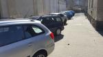 Poškozená auta vandalkou v libereckých ulicích