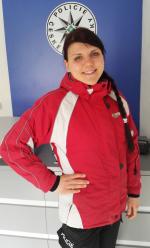 Červenobílá sportovní bunda, o kterou se zatím nikdo nepřihlásil