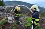 Zásah hasičů při požáru pod Ještědem