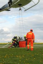 Cvičení hasičů na letišti v Lomnici nad Popelkou