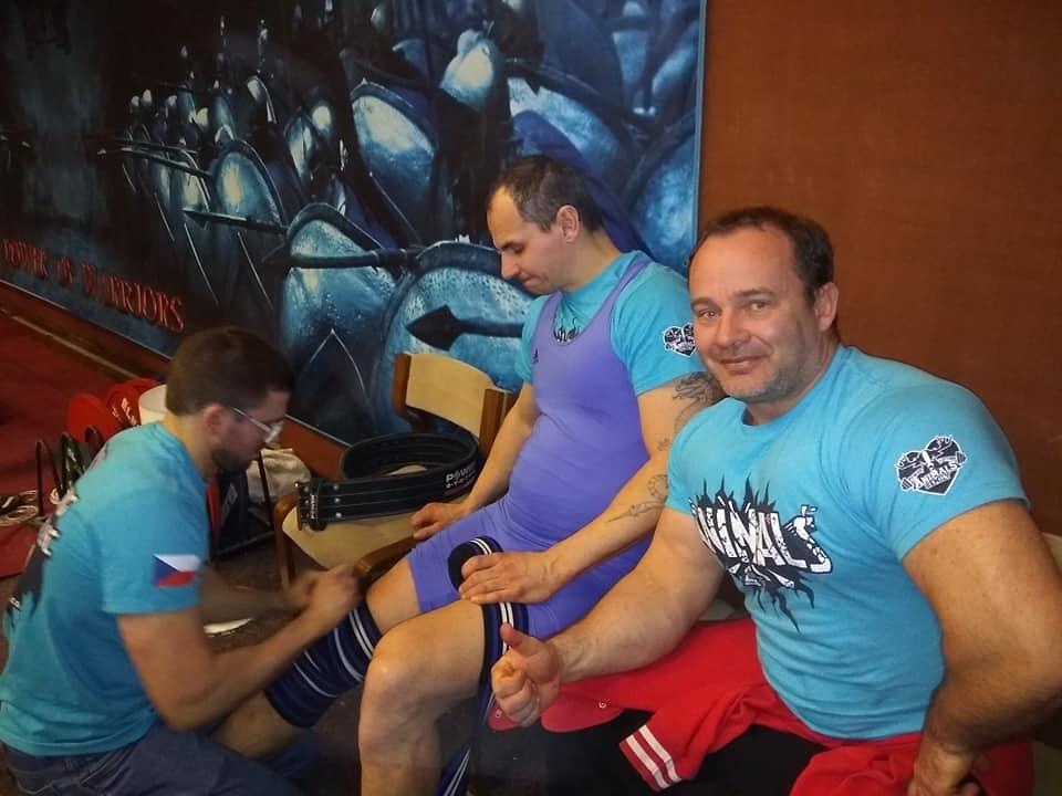 Semilští trojbojaři při závodech i tréninku