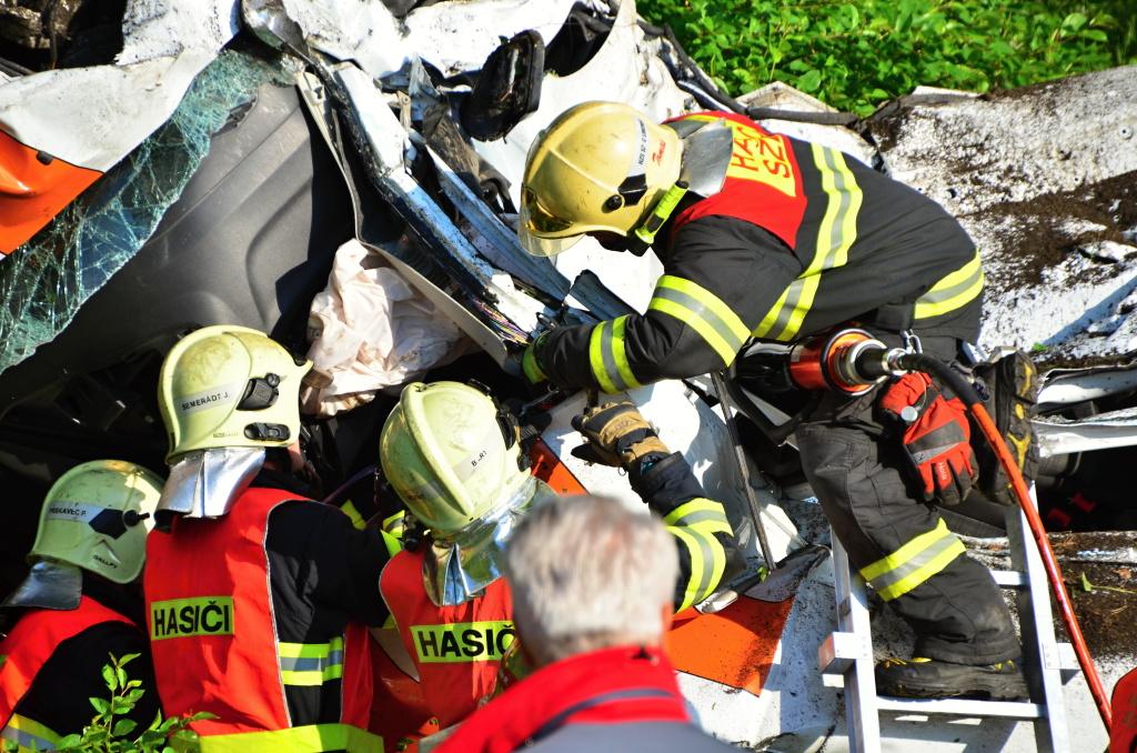 Nehoda dodávky a vlaku u Stráže nad Nisou