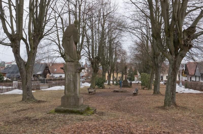 Karlovské náměstí před rekonstrukcí<br />Autor: Archiv město Lomnice nad Popelkou
