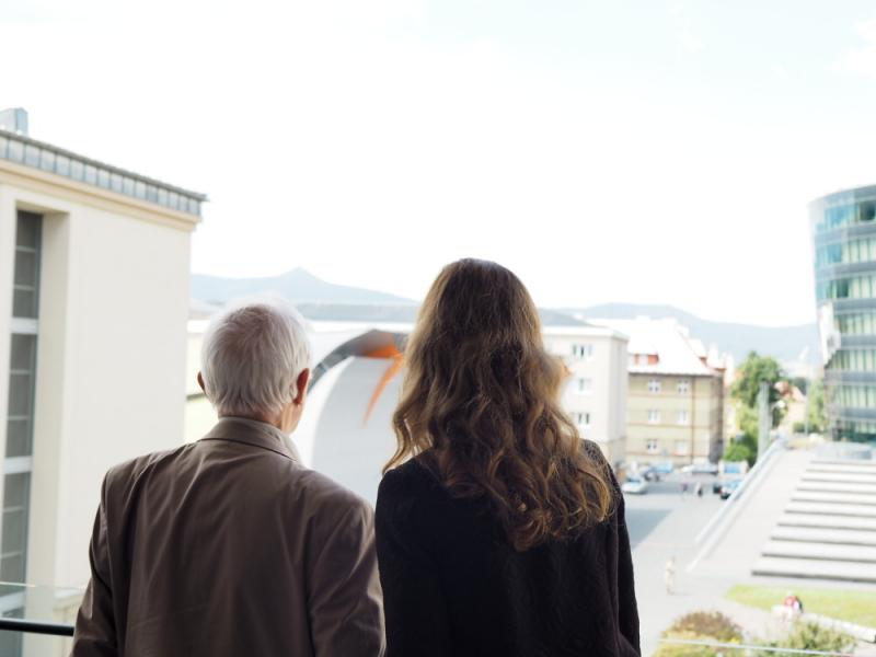 Jean-Marie Lehn a Veronika Máková se kochají pohledem na Ještěd