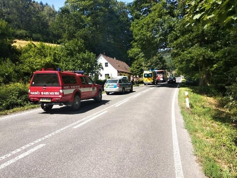 Dopravní nehoda v Záskalí, které je součástí Hodkovic nad Mohelkou<br />Autor: HZS Libereckého kraje